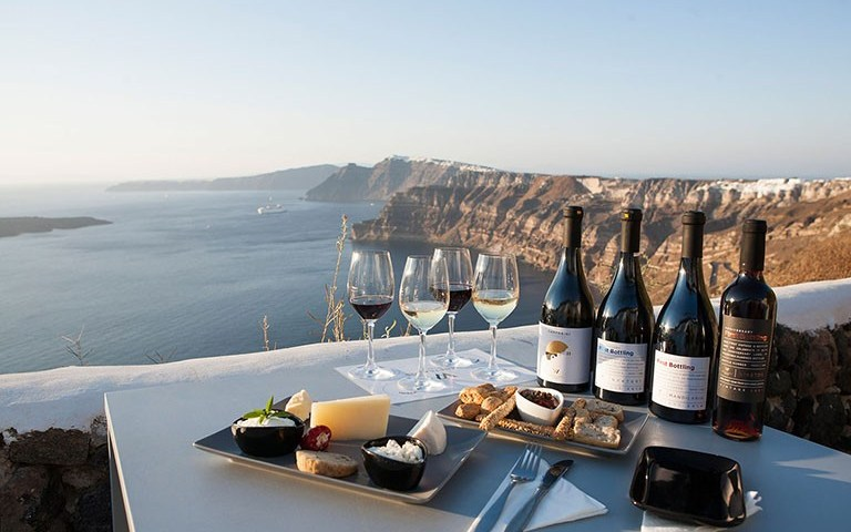 what-makes-santorini-red-wine-taste-so-excellent